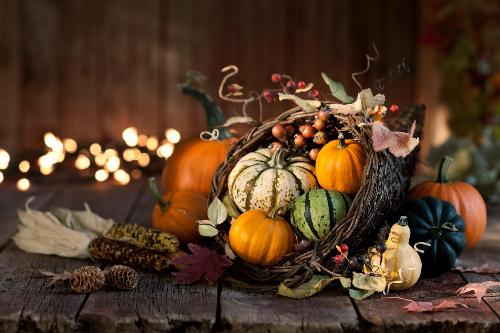Thanksgiving-autumn-harvest-pumpkin-cornucopia